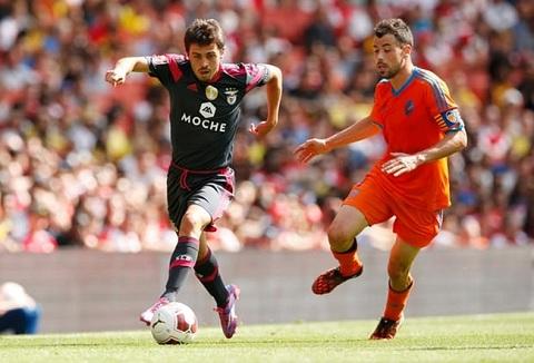 Ngôi sao 23 tuổi thi đấu cho Benfica trong trận đấu với Valencia thuộc Emirates Cup. Bernardo Silva gia nhập Monaco