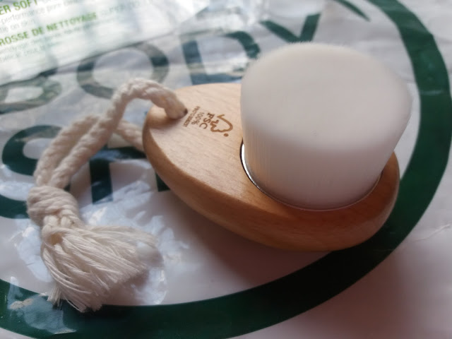 The Body Shop Super Soft Cleansing Brush Review