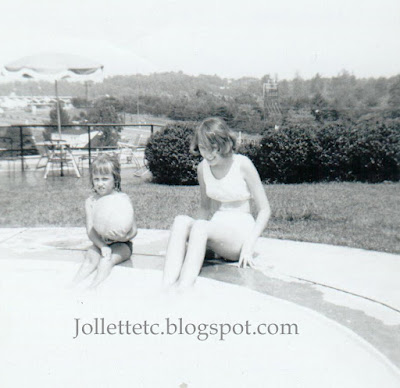 Wendy and Mary Jollette Slade, Mt. Vernon Inn Charlottesville, VA  1965  http://jollettetc.blogspot.com