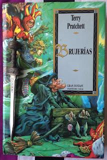 Portada del libro Brujerías, de Terry Pratchett