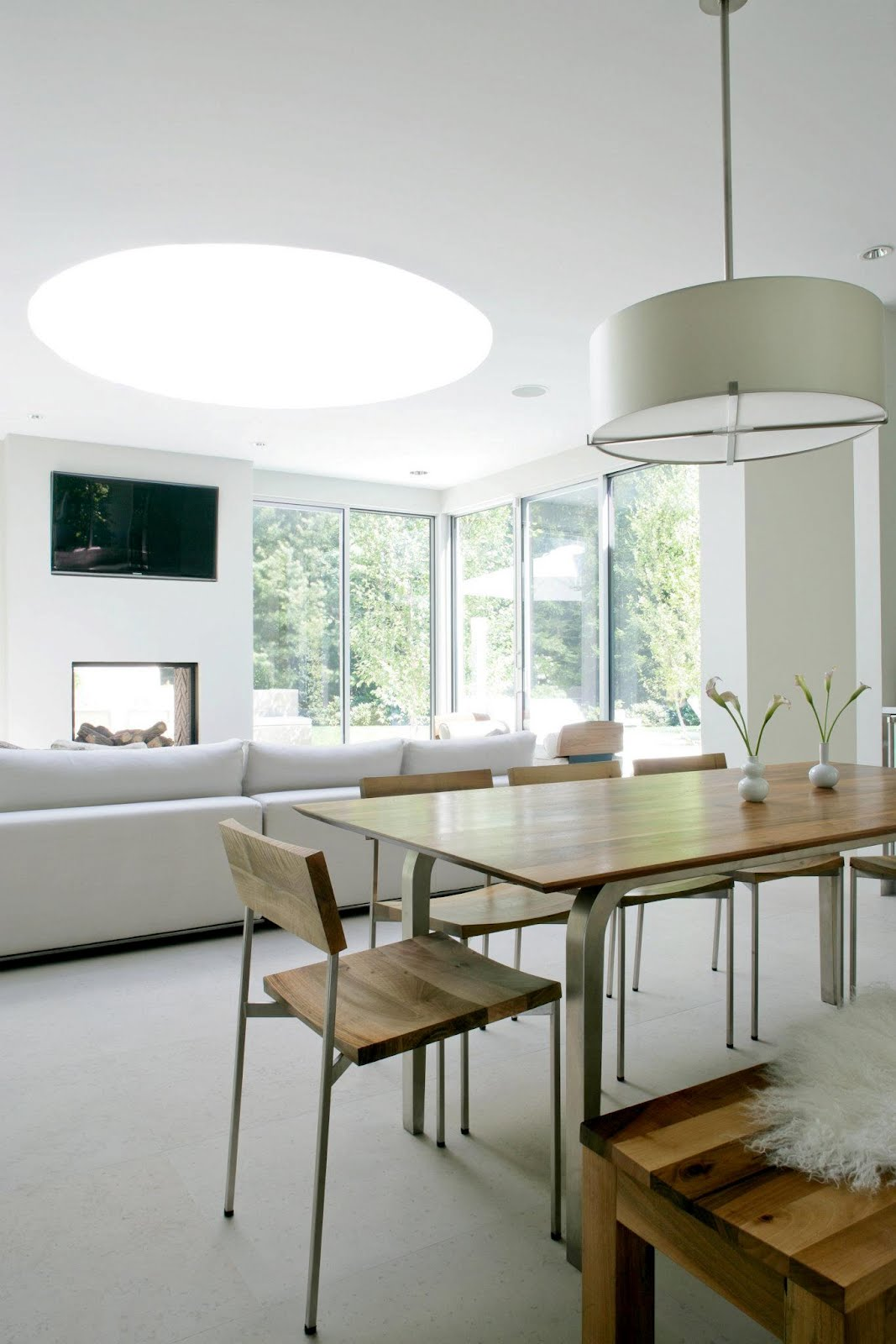 Modern Farmhouse Interior Design: SEE THIS HOUSE: WHITE ON WHITE IN A MODERN HAMPTONS