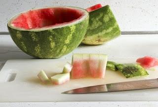 لا ترمي قشور البطيخ,لأنك لا تتخيل ما  تفعله لجسمك وبشرتك !!!!