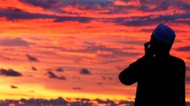 Abdestsiz ezan ve kâmet getirmenin hükmü nedir?