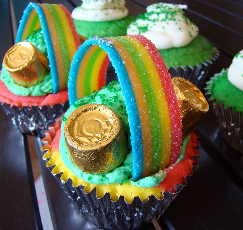 http://www.krisztinaclifton.com/2012/03/st-pattys-day-treats-pot-of-gold-at-end.html