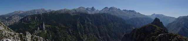 Panorámica de Picos de Europa desde el Robecu