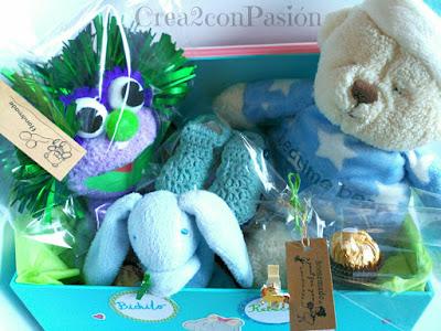 Canastilla-recién-nacido-patucos-marioneta-y-caja-Crea2conPasión