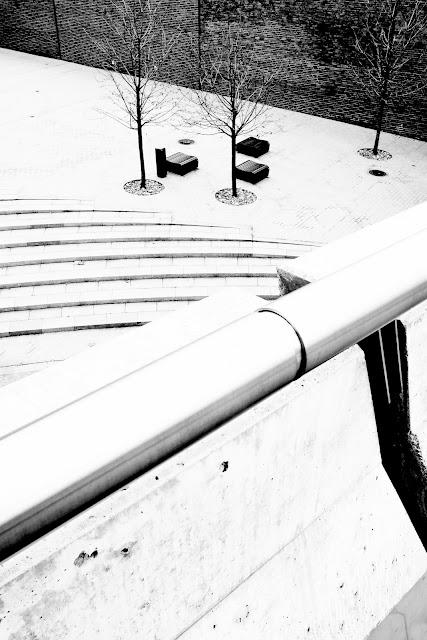 Katowice. Strefa kultury. Fotografia czarno-biała. Koncept. Fotografia odklejona. fot. Łukasz Cyrus