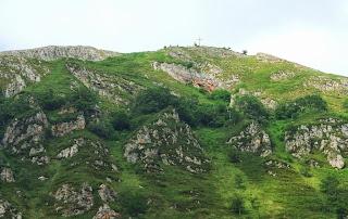 Vista del pico Priena desde Covadonga