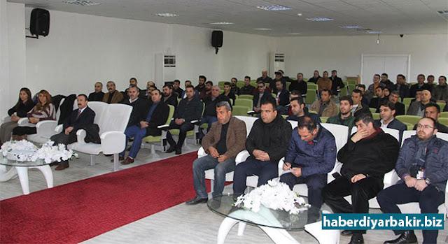 """DİYARBAKIR-Diyarbakır Gıda Tarım ve Hayvancılık İl Müdürlüğü, """"Nitratlı Gübrelerin Kontrollü kullanılması"""" konulu toplantı gerçekleştirdi."""