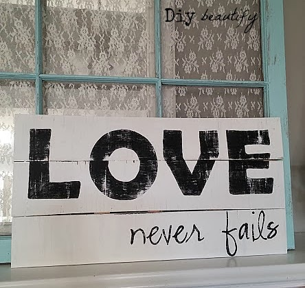 Love Never Fails Handmade Sign www.diybeautify.com