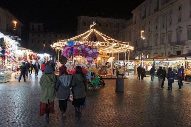Passeios pelas ruas e praças no Natal em Roma