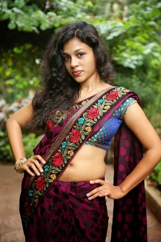 hot gallery: kerala mallu aunty chaitra exposing hot boob ...