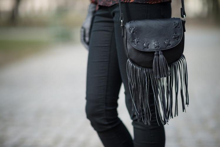 torebka z frędzlami C&A 2016 styl boho stylizacja boho frędzle blog modowy blogerka modowa