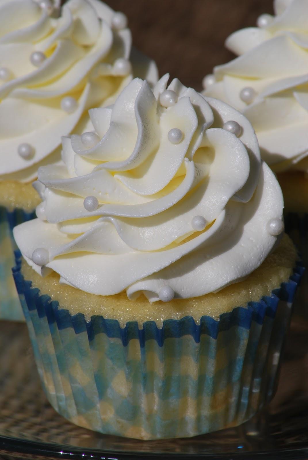 Easy Vanilla Cupcake Recipe | Moist & Fluffy Vanilla Cupcake  |Vanilla Cupcakes Recipe