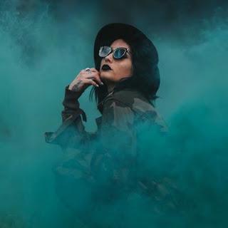 Świetne fotki z wieczoru panieńskiego: kulki dymne do sesji foto
