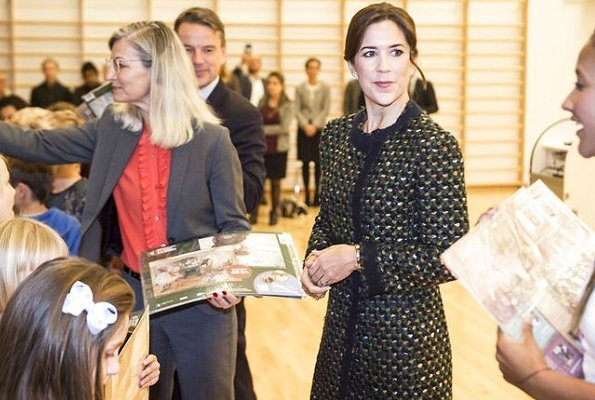 Crown-Princess Mary wore Prada Coat, Crown Princess Mary wore Gianvito Rossi Pumps in Yellow at Børnenes U-landskalender