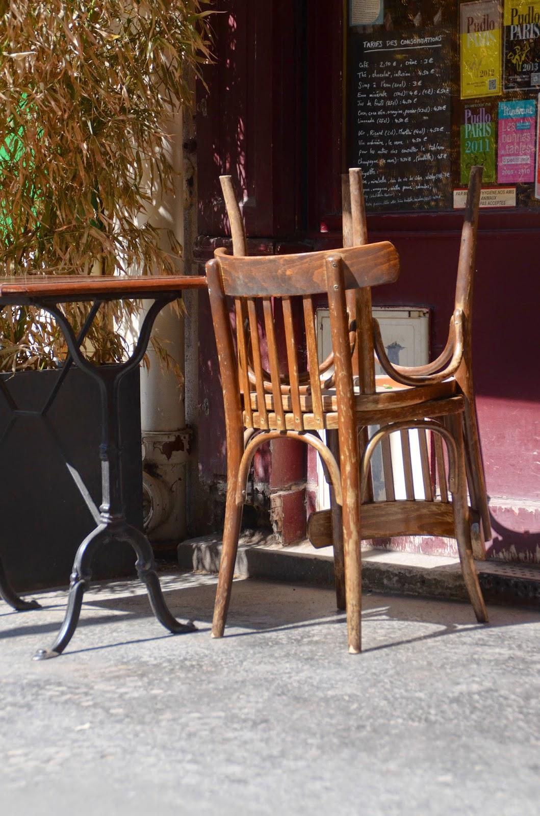 paris and beyond chaises de caf. Black Bedroom Furniture Sets. Home Design Ideas