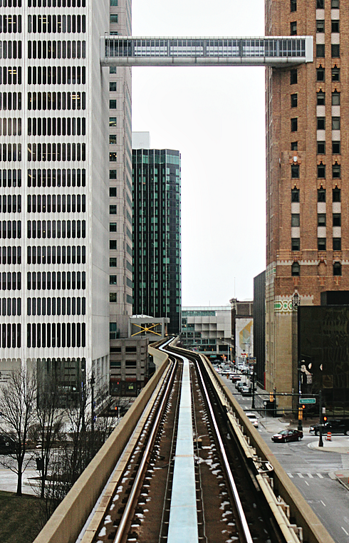 detroit people mover downtown train