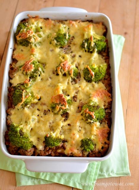 Zapiekanka z mięsem mielonym, makaronem i brokułem