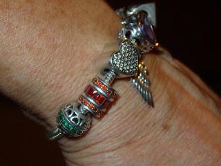 pulseras de plata con charms