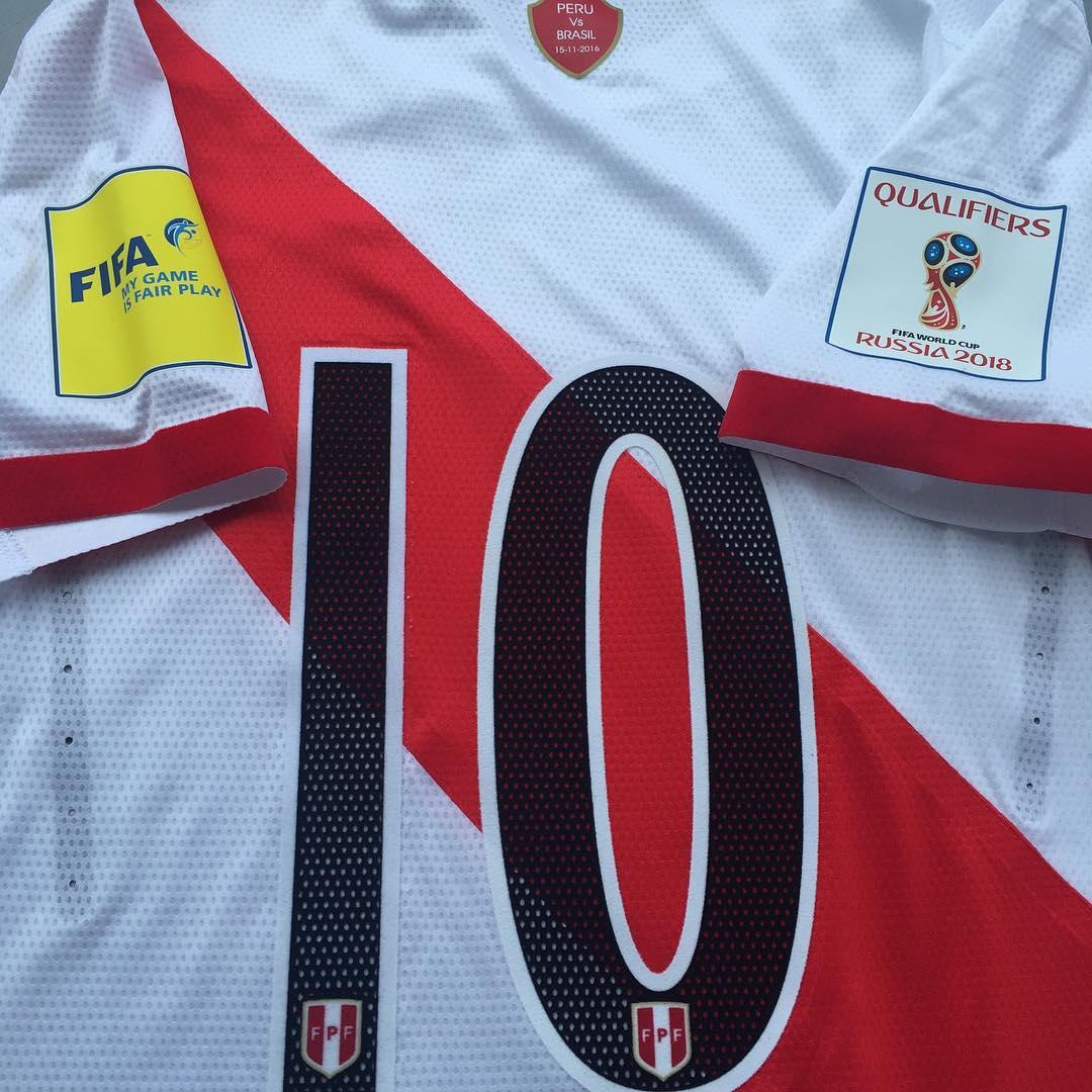 05336aaca1 Umbro altera a camisa da seleção do Peru contra o Brasil - Show de ...