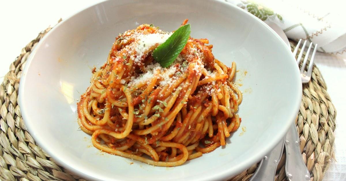 Julia y sus recetas espaguetis en salsa de pimientos rojos for Plato de espaguetis