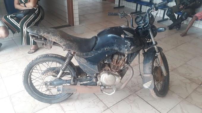 Moto roubada à mão armada é recuperada pela Polícia Militar em Itaituba
