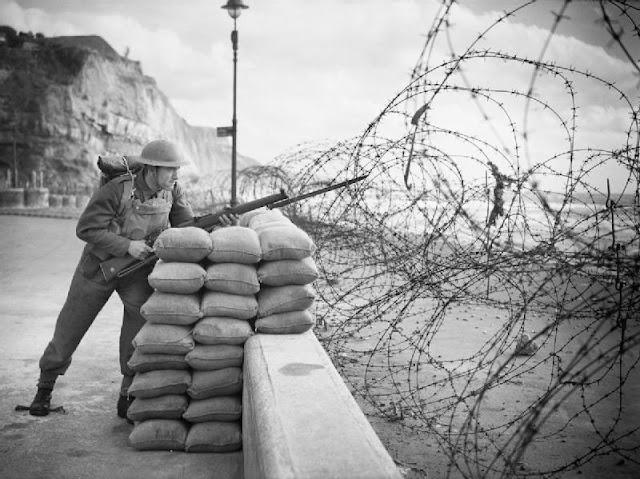 15 October 1940 worldwartwo.filminspector.com Beach defenses England