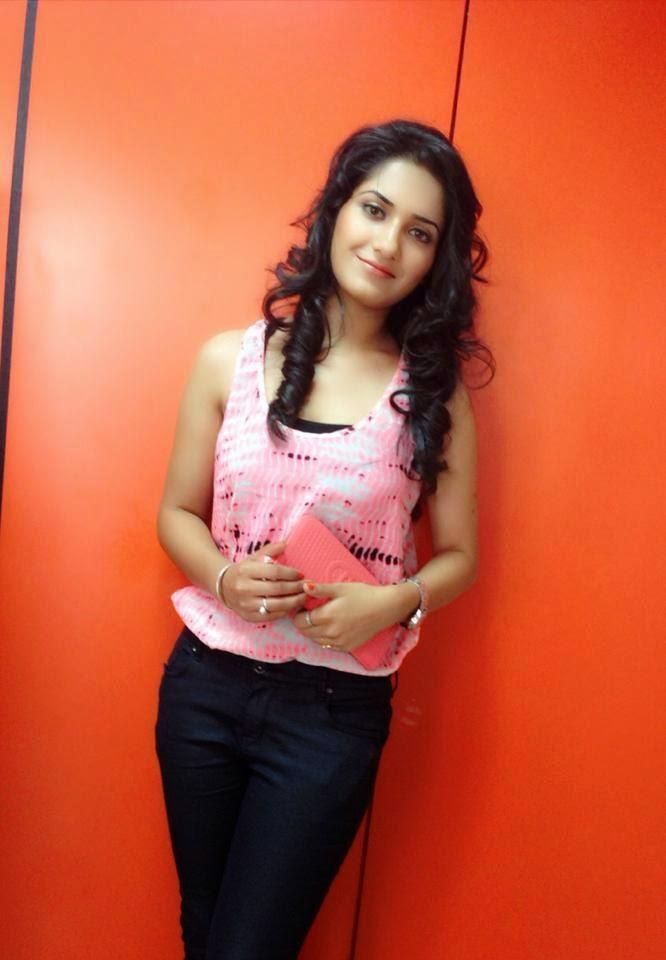 Cute Punjabi Girl Wallpaper Download Punjabi Model Ruhani Sharma Hd Wallpapers Photos