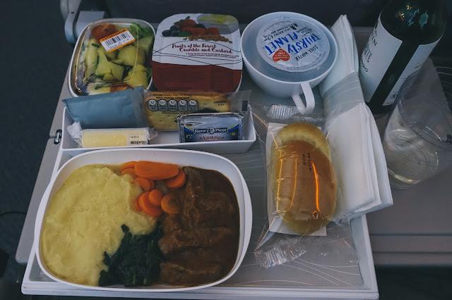 エミレーツ航空EK191 機内食1