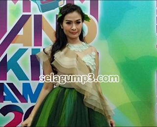 Download Lagu Dangdut Lawas Iis Dahlia Full Album Mp3 Terpopuler Upadate Terbaru