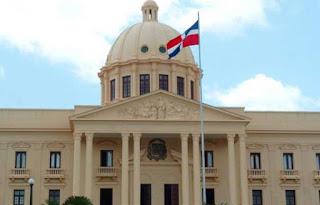 Tres senadores exleonelistas visitan a José Ramón Peralta en el Palacio Nacional