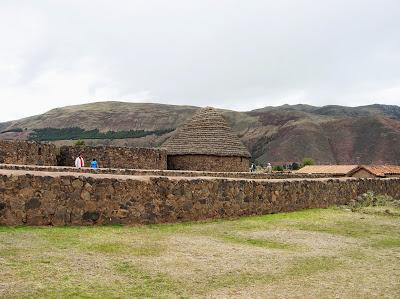 Amacenes Complejo Arqueológico de Viracocha, Perú, La vuelta al mundo de Asun y Ricardo, round the world, mundoporlibre.com