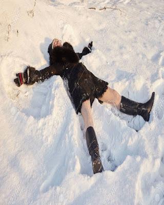 pose angelito en la nieve