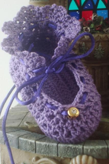 Sapatinho de crochê para bebê por Pecunia MillioM