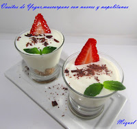 Vasitos de yogur, mascarpone con nueces y napolitanas