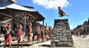 Lompat batu Fahombo tradisi unik dari Nias