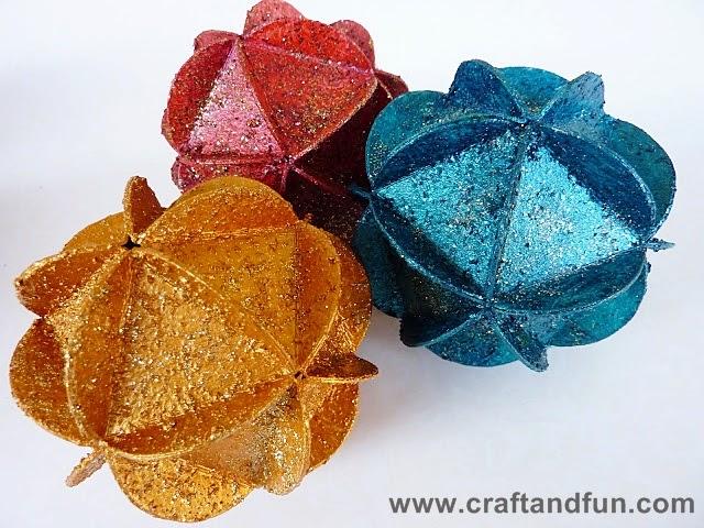 Lavoretti Di Natale Con Carta.Riciclo Creativo Craft And Fun Palline Di Natale Con Carta Riciclata