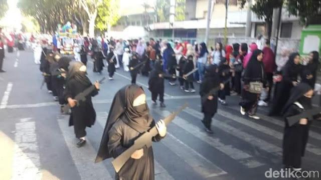 Viral Karnaval TK Bercadar Dan 'Bersenjata', Ini Penjelasan Sekolah