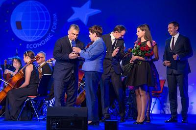 Orbán Viktor, Beata Szydlo, Lengyelország, Krynicai fórum, Az Év Embere