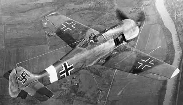 Fw 190A in flight during 1941 worldwartwo.filminspector.com