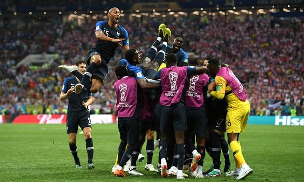 Timnas Perancis Juara Piala Dunia 2018 setelah mengalahkan Kroasia 4 - 2