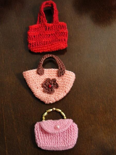 Bolsinhas para Barbie e MH em crochê, confeccionadas por Pecunia MillioM
