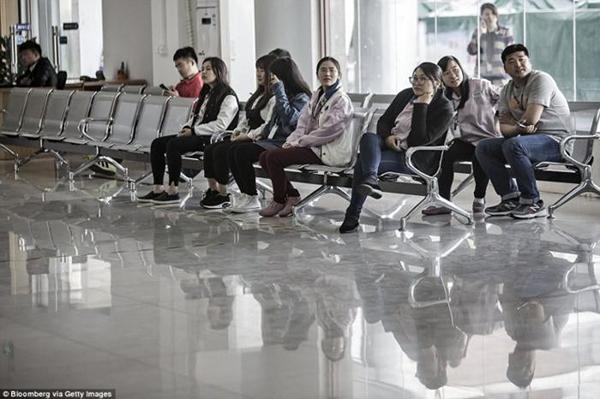 ـ صور من داخل المصنع السري لتجميع الآيفون في الصين ، ولماذا حرصت آبل على نشرها ؟ 1474911453_17.png