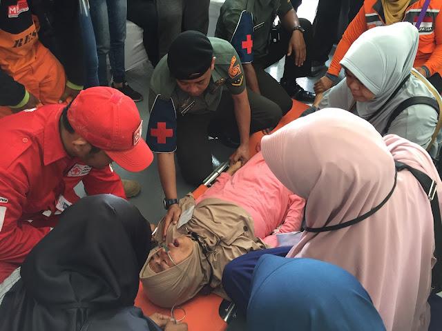Empat Orang Mendadak Pingsan saat Tabur Bunga di Lokasi Jatuhnya JT 610