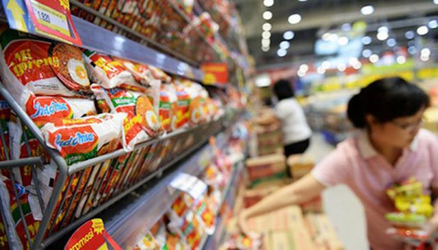 Rupiah Melemah, Siap-Siap Harga Mi Instan hingga Roti Bakal Naik