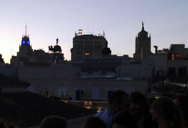 Vistas del anochecer desde la terraza del Urban, azotea. Tusolovive Madrid