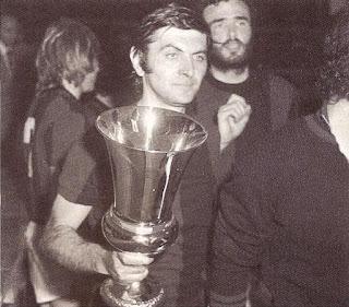 Bulgarelli con la Coppa Italia vinta nel 1974.