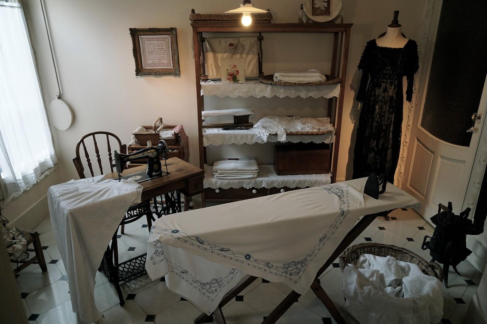カサ・ミラ(Casa Milà) アイロンやミシンのある部屋