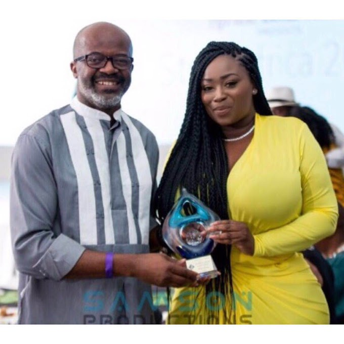 Peace Hyde Bags International Excellence In Journalism Award At Africa Boku Talent
